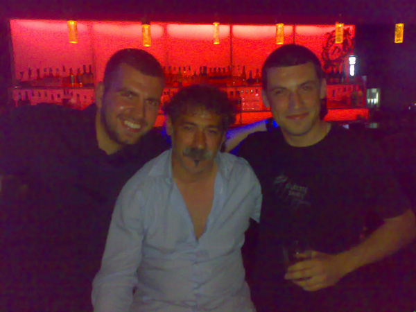 Димитър и Антон заедно с един голям почитател на българските кръчми - Енрико Пичони