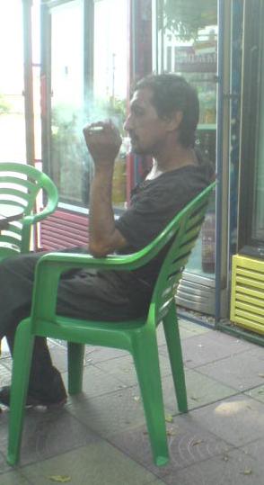 "Нон стоп ""Цигари и Алкохол"" клиентела"